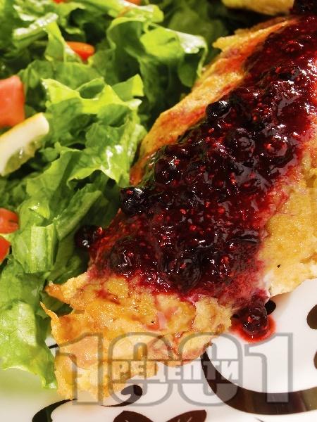 Панирано пилешко месо в корнфлейкс с боровинки - снимка на рецептата
